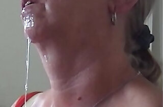 Aunty Shirley cumshot and swallow. xxx tube video