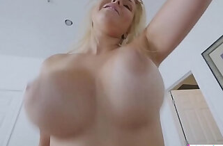 Stretching Out His Sultry Stepmom Vanessa Cage xxx tube video