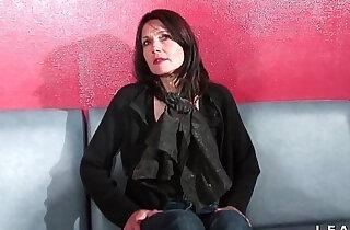 Cougar francaise sodomisee et prise en double penetration pour son casting porno xxx tube video