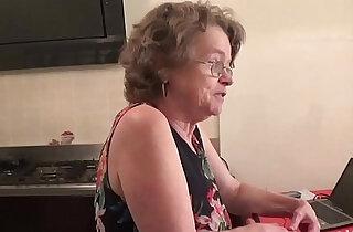 vecchia zia troia italiana chiavata da giovane xxx tube video