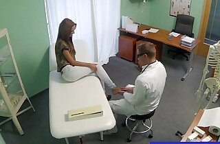 Doctor gets his hot patient to undress xxx tube video