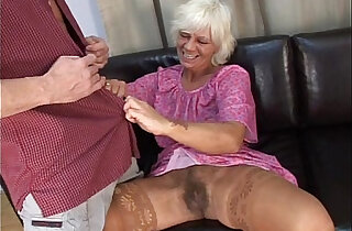 Mature granny in absolute sex with her young man on sofa xxx tube video
