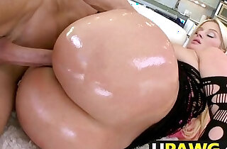 Big ass girl Julie Cash from Texas gets cunt fucked xxx tube video