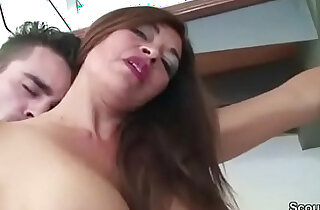 Young Man Caught MILF Step Mom and Seduce her to Fuck xxx tube video