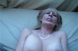 Fucking GILF in bedroom xxx tube video