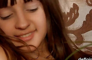 Losing virginity of pretty teen spread slit and finger fucking xxx tube video