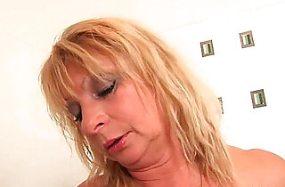 Big breasted granny gives her pussy a treat in the shower xxx tube video