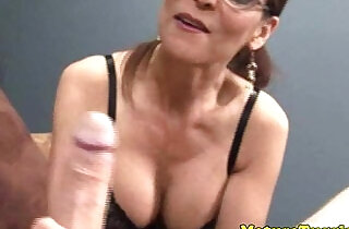 HJ loving old raven with sexy glasses xxx tube video