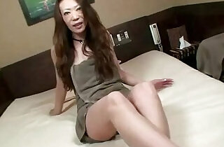 Asian milf uses vibrator and loves it xxx tube video